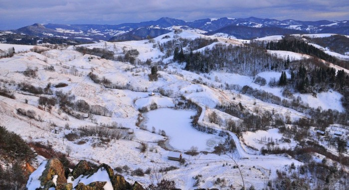 ianuarie 2012