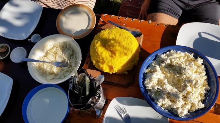 Mic dejun la țară