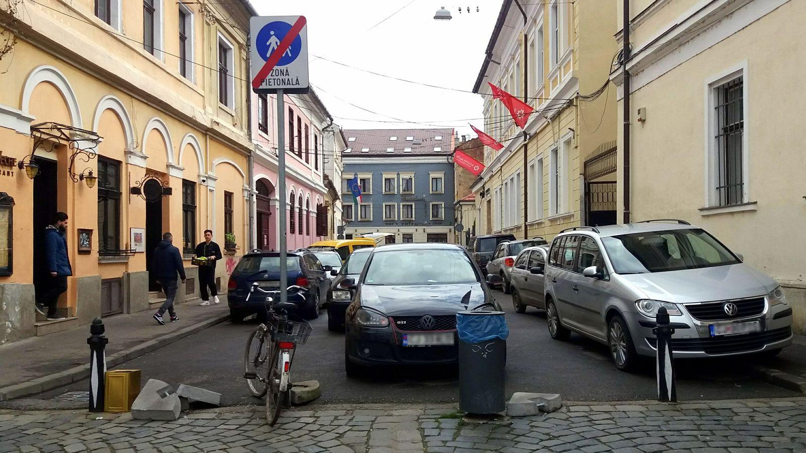 Zona pietonală se termină acum în fața străzii Sextil Pușcariu