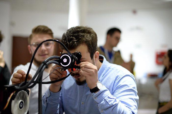 """Prima """"cafea digitală""""Un startup din Cluj vrea să creeze un dispozitiv pe bază de câmpuri magnetice care crește performanța cognitivă"""